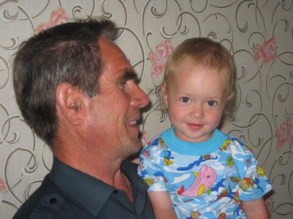 Дети бывают плохими или хорошими, но внуки всегда изумительны.